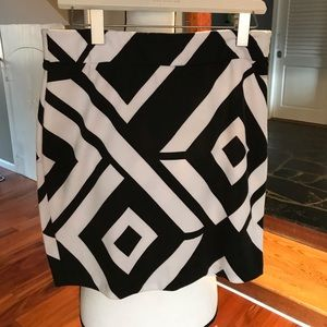 Mini skirt in black and white